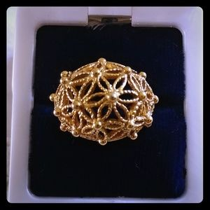 Floral gold dome fashion ring by Avon Sz 6